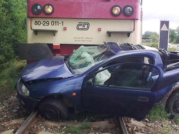 Automobil, který v Blatně na Podbořansku vjel pod rychlík