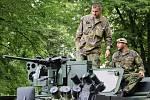 Armáda ČR vystavila například obrněná vozidla. Včetně tohoto Panduru