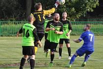 Louny (v modrém) porazily v poháru Chlumčany 6:0