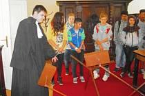Školáci hledali poklad v libochovickém zámku