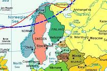 Modrá přerušovaná čára na mapě vyznačuje severní polární kruh