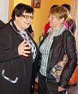 Poslankyně Marie Benešová (ČSSD) při slavnostním otevření nové kanceláře v Lounech. Na snímku hovoří se starostkou Žatce Zdeňkou Hamousovou