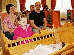 Blanka a Roman Kulichovi a malá sestra Lucie na vítání občánků.