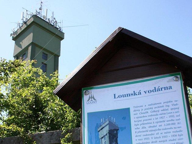 Okolí věže lounské vodárny je vyhledávaným místem sportovců, milenců i pejskařů.