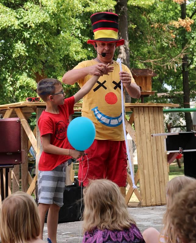 Spolek Dobroděj pořádá v lounské Stromovce zábavný den s názvem Dobrodění. Pestrý program přes den pobaví děti, večer pak patří dospělým a koncertům kapel. Výtěžek ze vstupného jde na dobročinnost.