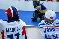 V Plzni začalo hokejbalové mistrovství světa. Před zápase bylo před ČEZ arénou rušno.