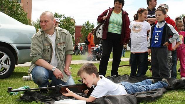 Václav Kresl z Března u Loun si zastřílel ze vzduchovky a těšil se na šermíře.