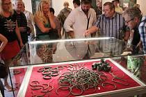 V lounském muzeu začala výstava, která přibližuje starší dobu bronzovou. Vůbec poprvé si veřejnost může prohlédnout líšťanský poklad.