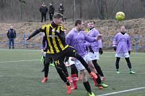 O první velké překvapení se ve 3. kole turnaje postarali fotbalisté Lišan (ve fialovém). Klub ze 4. třídy porazil Vroutek (1. B třída) brankou Francla st.