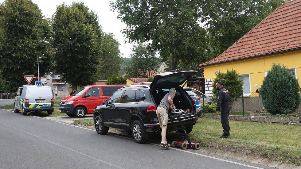 Pátrací akce v domě ve Slavětíně, kde žila pohřešovaná Jana Paurová.
