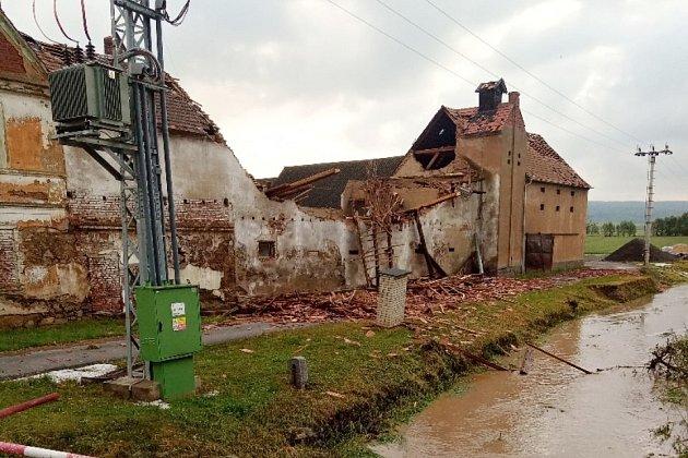 Ve čtvrtek 24.června napáchala bouře velké škody na Podbořansku. Nejhůře zasaženými obcemi jsou Blatno a Stebno