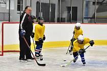 Na zimním stadionu vLounech začala další sezóna. Vůbec první trénink čekal na mladší žáky Slovanu Louny, ročník 2009. Tento oddíl trénuje Martin Slavíček a Vlastimil Plicka.