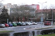 Parkoviště u komplexu Luna v Lounech