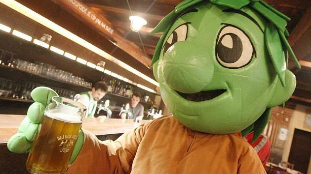 Slavnostní čepování nového druhu piva v restauraci U Orloje v areálu Chrámu chmele a piva v Žatci.