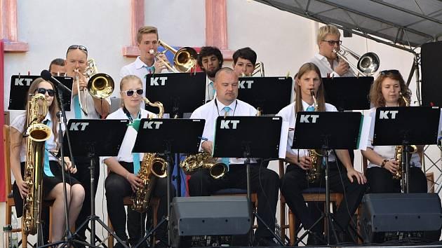 Festival swingové a dixielandové hudby na zámku Nový Hrad v Jimlíně