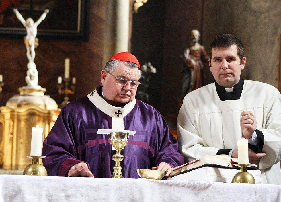 Kardinál Dominik Duka, nejvyšší představitel římskokatolické církve v ČR, navštívil Opočno na Lounsku, kde sloužil nedělní mši