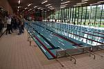Novou plaveckou halu si mohla poprvé prohlédnout veřejnost. V pátek se dne otevřených dveří zúčastnily desítky lidí. Slavnostně se otevře v pátek 11. září.