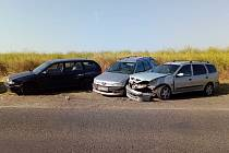 Nabouraná auta v žatecké ulici Stavbařů