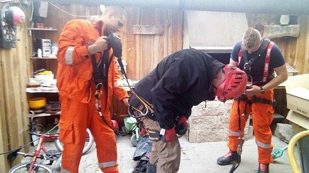 Zásah hasičů ve Třtěnu na Lounsku. Nález ve studni vypadal jako munice, nakonec to byl dřevěný kůl.