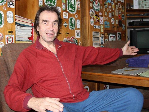 Miloslav Oborník ve svém bytě v Žatci