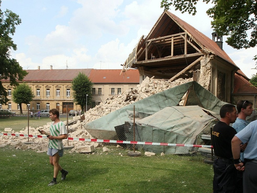 Z kostela v Lenešicích zbyla hroma sutin. V létě se měl začít opravovat