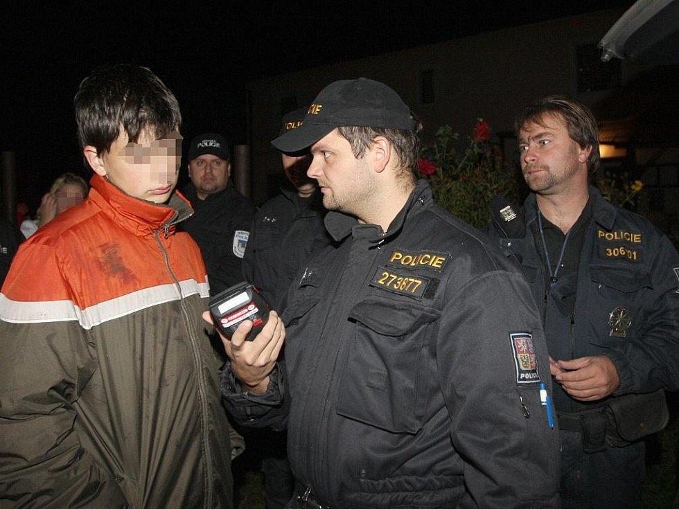 Policejní zátah na diskotéce ve Rvenicích.