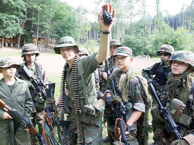 Letní tábor v army stylu se uskutečnil v Pnětlukách