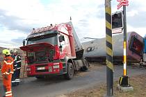 Nehoda vlaku a kamionu v Kašticích na Podbořansku