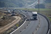 Výstavba dálnice D7 Praha – Chomutov na Lounsku. Ilustrační foto.
