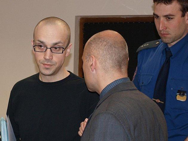 Pavel Nechutný je ze Žatce, před soudem byl ale přiveden z vazební věznice v Litoměřicích.