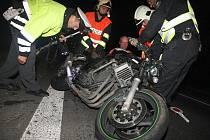 Motorkář nepřežil střet s osobním vozem ve Velichově