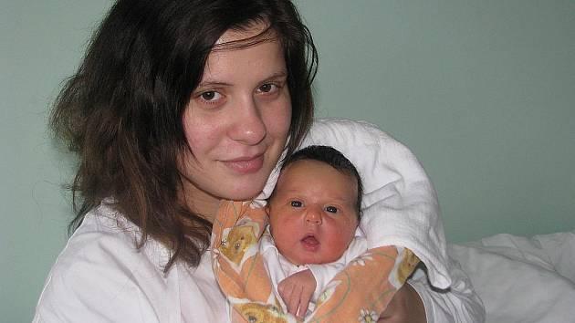 Mamince Nicol Kolářové z Vroutku se v žatecké nemocnici 6. prosince v 1:07 hodin narodila dcera Claudie Kolářová. Vážila 3,35 kg, měřila 51 centimetrů.