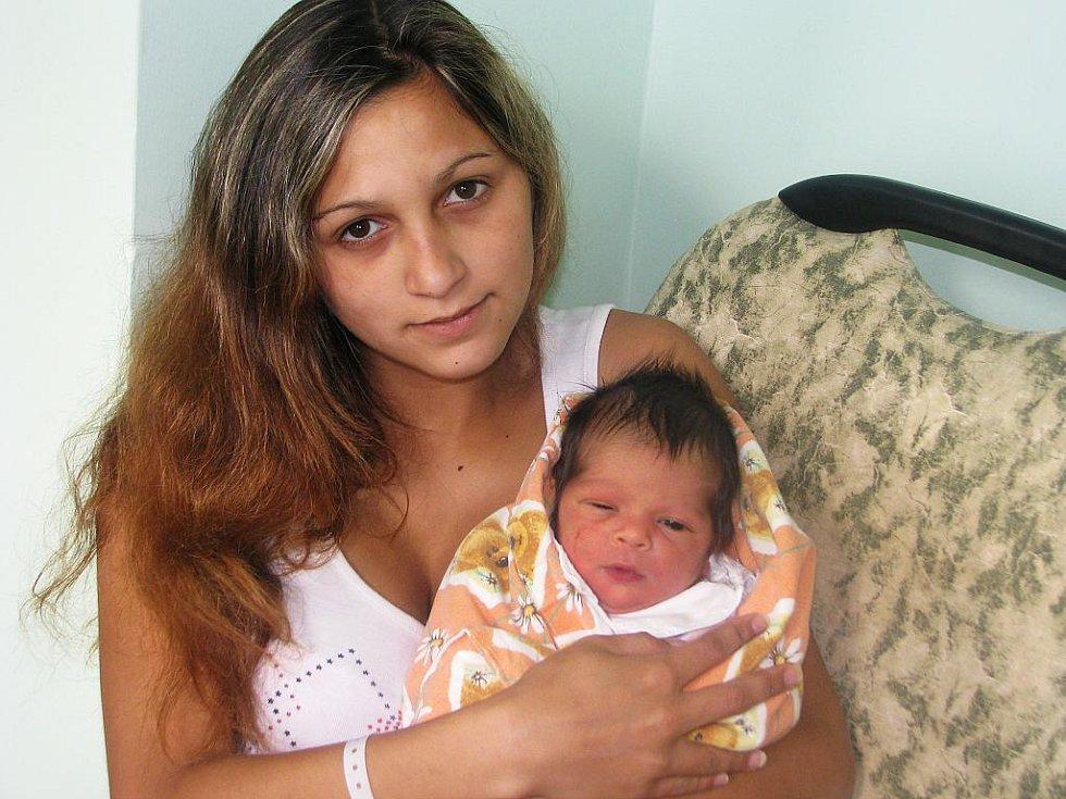 Mamince Veronice Muchové z Března se 9. srpna 2011 v 9:30 hodin v žatecké porodnici narodila dcera Martina Muchová. Vážil 3,07 kg a měřila 47 cm.