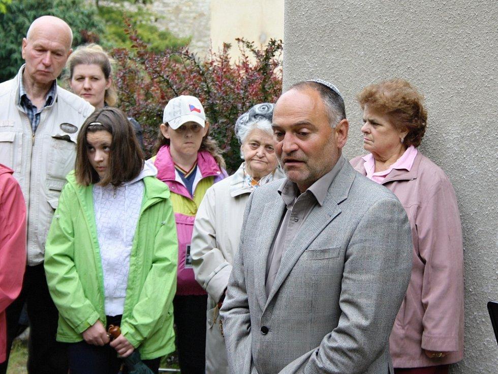 K přítomným krátce promluvil také předseda Židovské obce Teplice Oldřich Látal