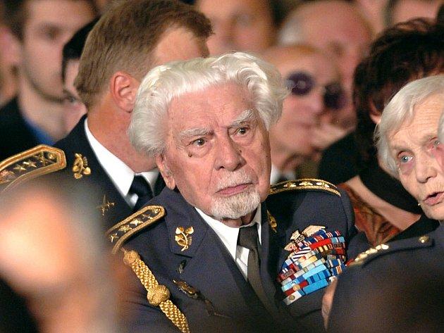 František Fajtl vroce 2005, kdy převzal nejvyšší státní vyznamenání.