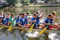 Letní lounské vábení 2015. Závody dračích lodí na Ohři.
