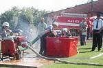 Mladí hasiči při závodech v požárním sportu