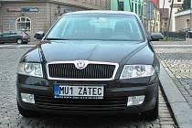 Služební auto Městského úřadu Žatec s novou značkou. Další podobně označené vozy ve městě ještě přibudou.