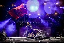 Crossfaith, oblíbená heavy metalová formace z japonské Osaky, na festivalu Aerodrome v Panenském Týnci