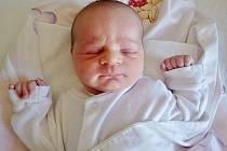 Ester Eva Spěváková se narodila 7. července 2016 v 10.30 hodin v kadaňské porodnici rodičům Evě Benešovské a Petru Spěvákovi z Loun. Vážila 3140 gramů a měřila 50 centimetrů.
