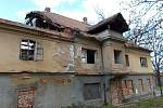 Blšanský mlýn je v neutěšeném stavu. Za minulého režimu v něm byly kanceláře, ale sloužil také jako pěstírna žampionů.