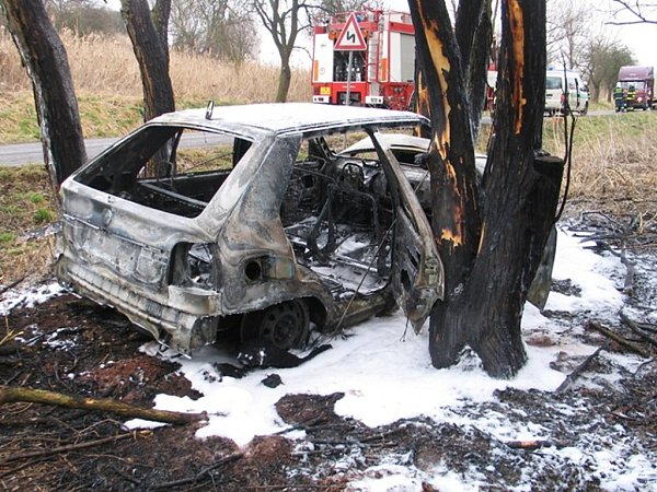 Takto dopadl vůz, zněhož J. Pešek vytáhl dva lidi.