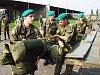 Vojáci základní služby z žateckých kasáren odjíždí likvidovat škody po záplavách v roce 2002.