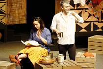 Divadlo Navenek Kadaň vystoupí s hrou Montekovic Julie od Ephraima Kishona na zámku v Krásném Dvoře. Publikum v Lounech tímto kusem zaujalo na březnovém Divadlení
