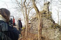 Zřícenina hradu Křečov na Podbořansku bude mít poprvé přesný geodetický plán.