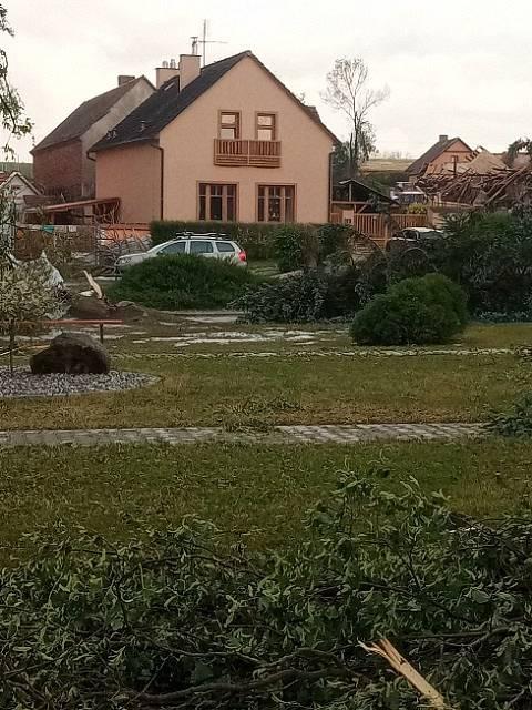 Ve čtvrtek 24. června napáchala bouře velké škody na Podbořansku. Nejhůře zasaženými obcemi jsou Blatno a Stebno