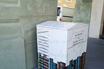 Bibliobox (návratový box) žatecké knihovny najdete v podloubí domu čp. 52 na náměstí Svobody.