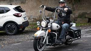 Motorkáři se sjeli do lounské Stromovky