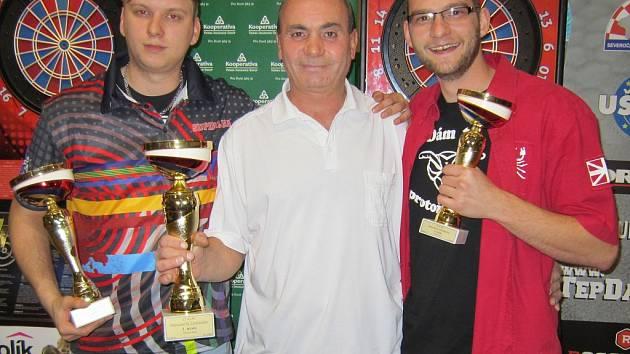 V turnaji mužů první místo vybojoval Zdeněk Lacina z Mexika Chomutov, když ve finále porazil Václava Schieferdeckera z Ložiskové mafie Pšov.
