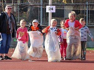 Děti sportovaly na stadionu Mládí